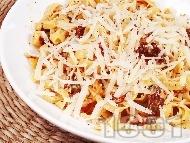Паста талятели (спагети) с пушена сьомга, сушени домати, сметана, сирене пармезан и каперси